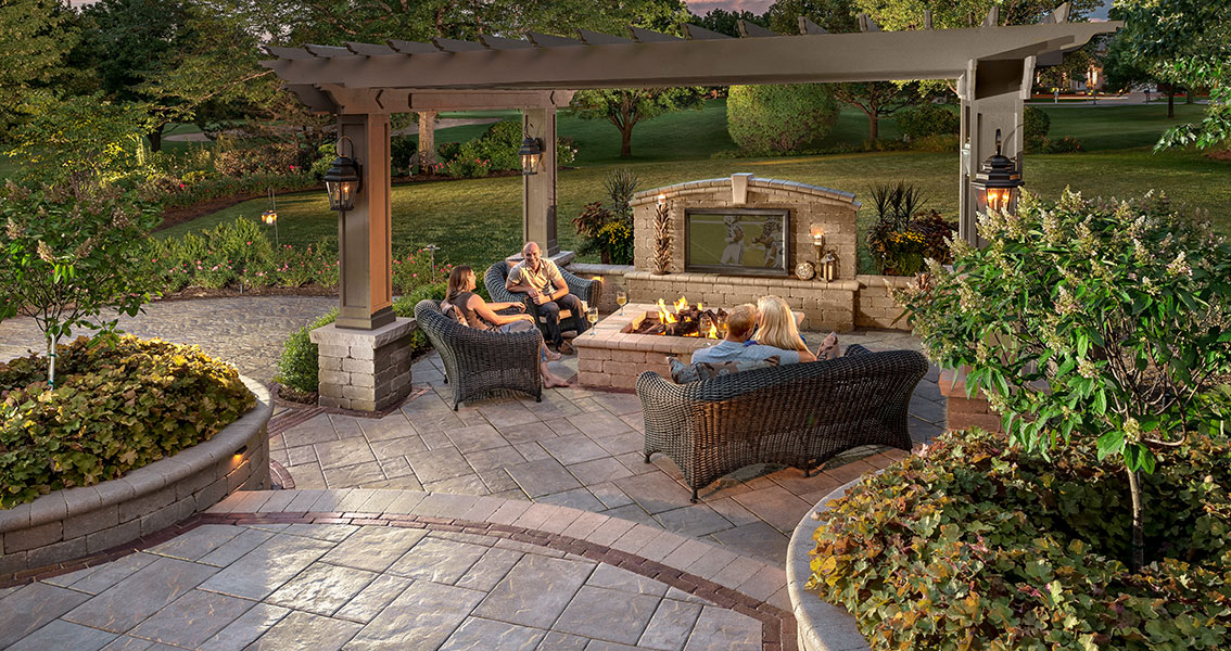 Patio Design Ideas: Using Concrete Pavers for Big Backyard ...