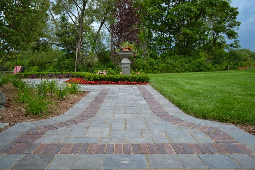 motor city landscaping uses richcliff pavers to create a patio