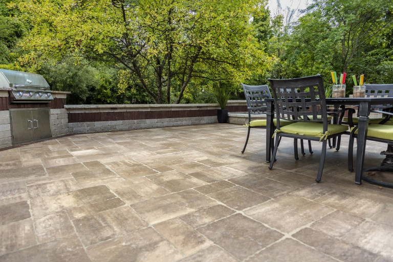 The 4 Benefits of Using Stone Pavers For Your Alfresco Dining Areas in Elmont, NY