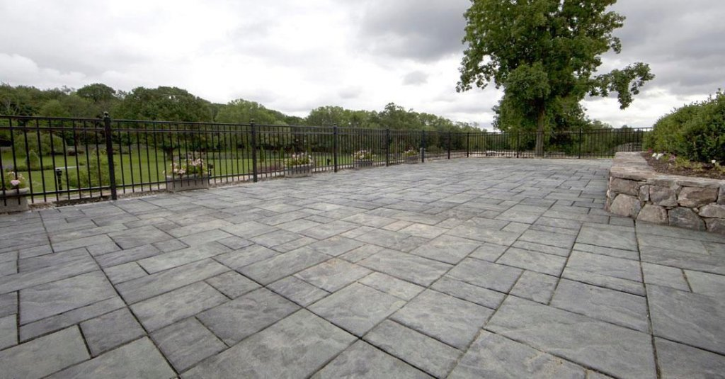 Product: Beacon Hill Flagstone™ Color: Alpine Grey
